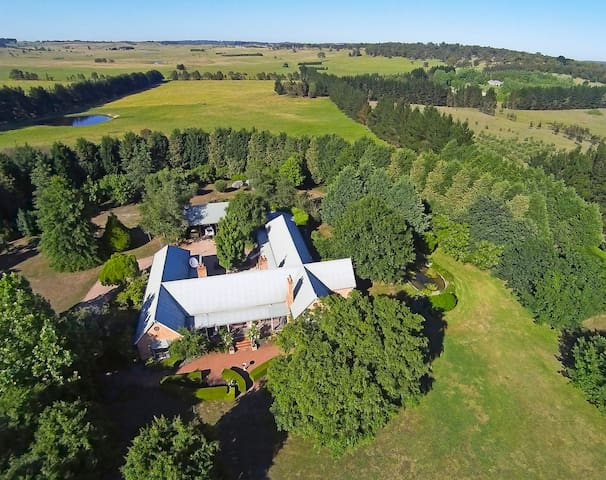 Sutton Downs – renovated country home on 100 acres - Sutton Forest - Casa