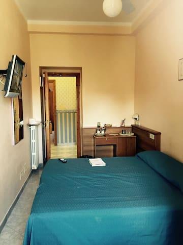 Double Room in the city center - Roma - Condominio