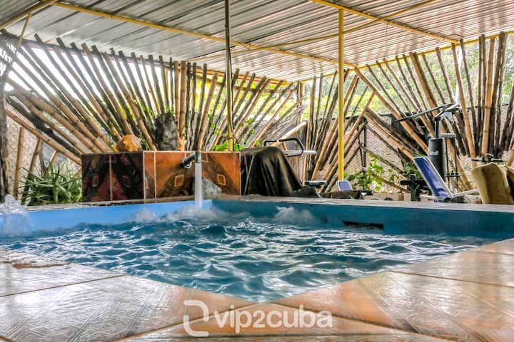 Comfortable 4BR Villa with jacuzzi in Vedado