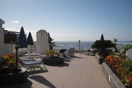 Sunny apartment in La Caleta - La Caleta