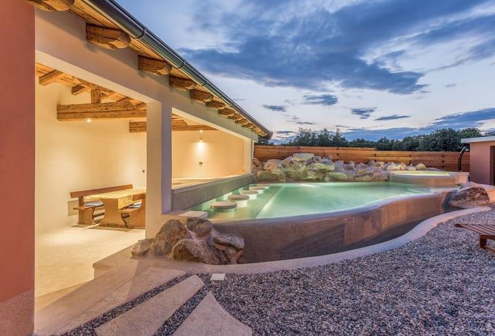 Villa Dunja ,Loborika,obiteljska kuća sa bazenom