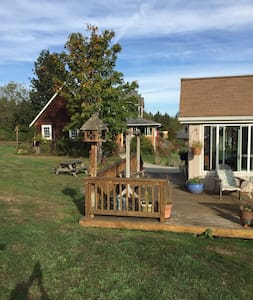 Sunny, mountain view cottage in quiet neighborhood - Port Angeles - Guesthouse