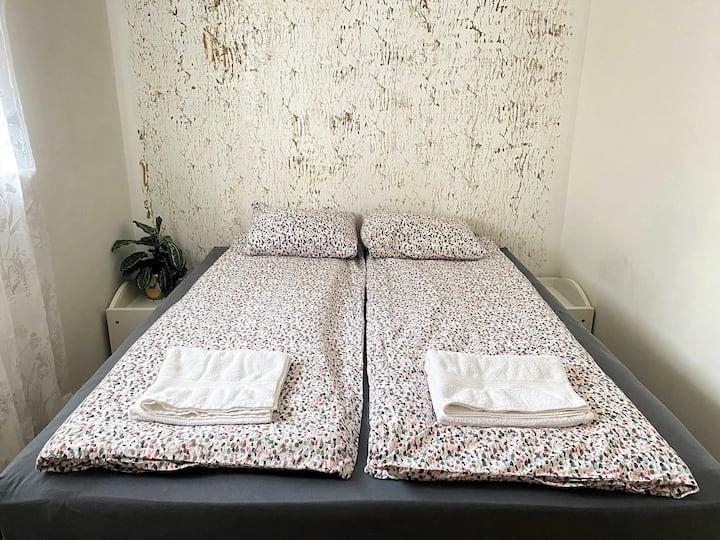 Cozy 2 bedroom apartment -The best location!