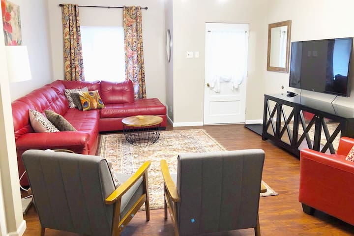 3  Great Apts in one house; perfect for groups!