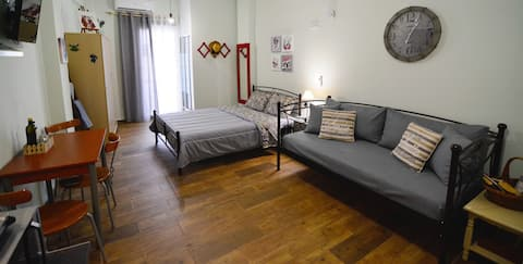 Spacious Studio in the Heart of Historical Athens