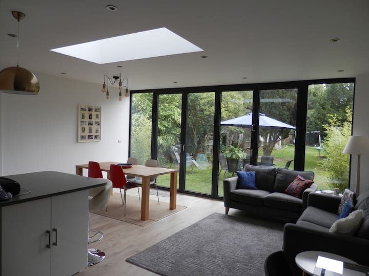 Stylish 6 Bed city house with parking