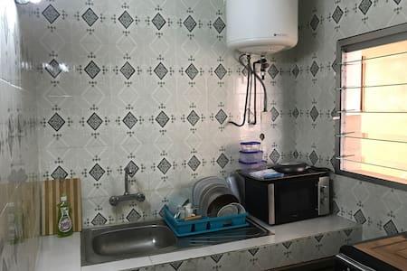 Beau studio propre , sécurité 24/24 - Abidjan