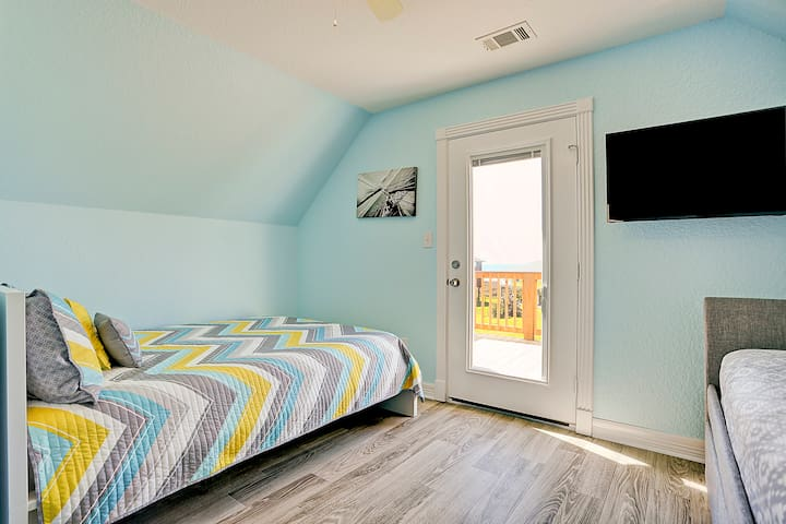 Second upstairs bedroom with view of queen bed.