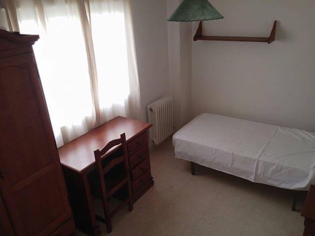 Habitación en zona tranquila de Granada - Granada - Appartement