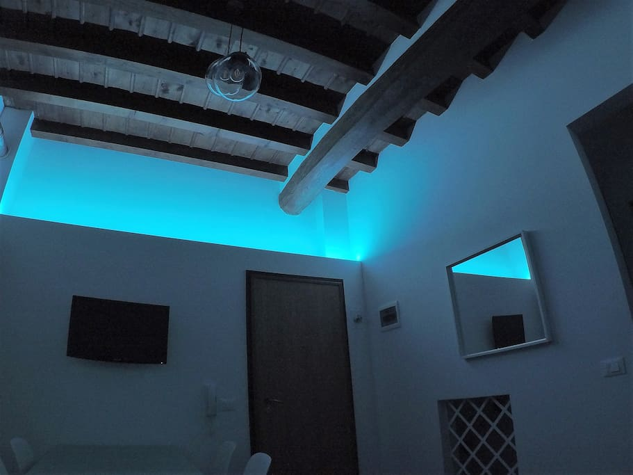 A coloured LED light for a relaxing atmosphere into the living room. Colours change harmoniously and slowly.