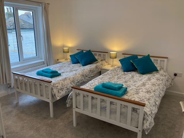 Bedroom 2 - double room with twin beds