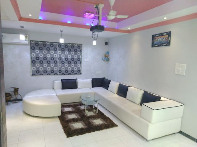 Surat Homestay Villa (4 Rooms)