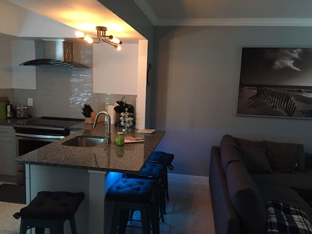 1 Bedroom apartment great for a couple or 2!