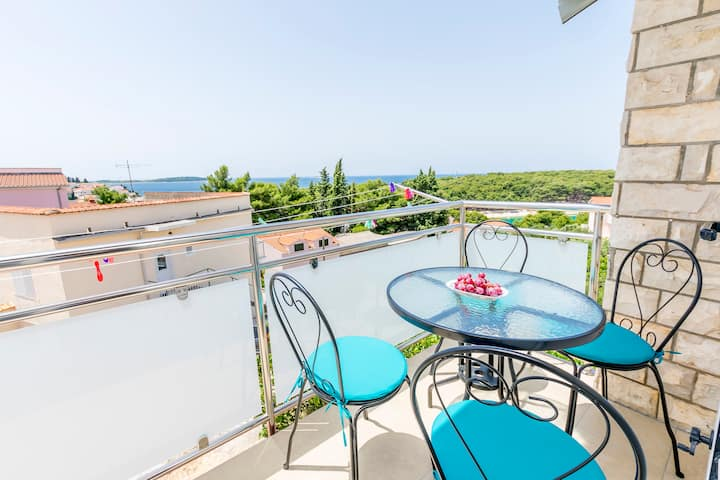 One bedroom Apartment, 200m from city center, seaside in Primosten, Balcony