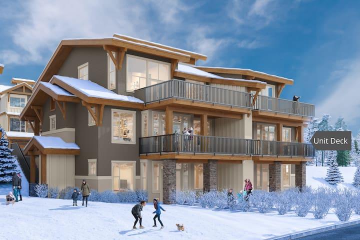 New Ski In/Out 2 Bedroom Condo