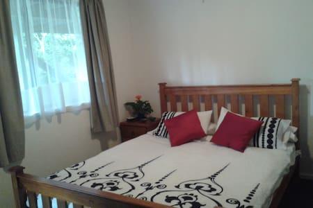 Warm & Cozy Private Room - Apartment