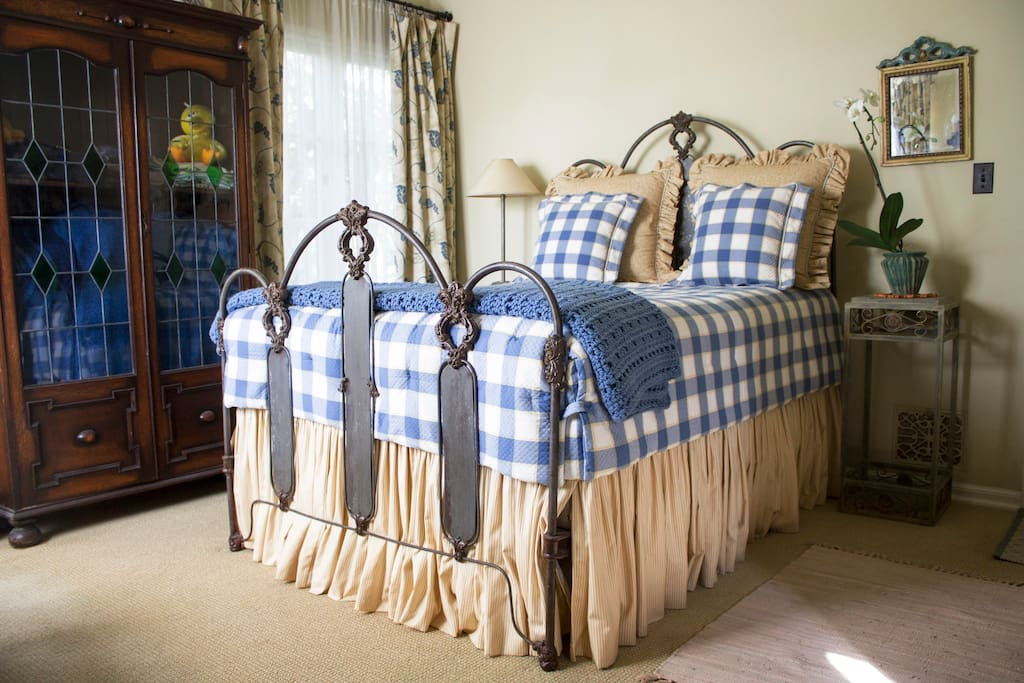 Antique full size iron bed