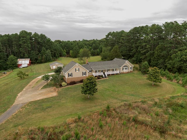 The Farmhouse at Windy Hill 20min to GVL + Clemson