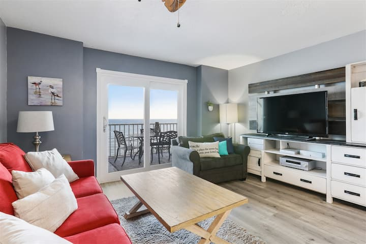 Beachfront 1 BR - Updated condo!