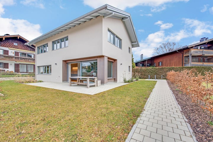 Modern Holiday Home Seebruck close to Chiemsee with Wi-Fi, Garden & Terrace; Parking Available, Pets Allowed upon Request
