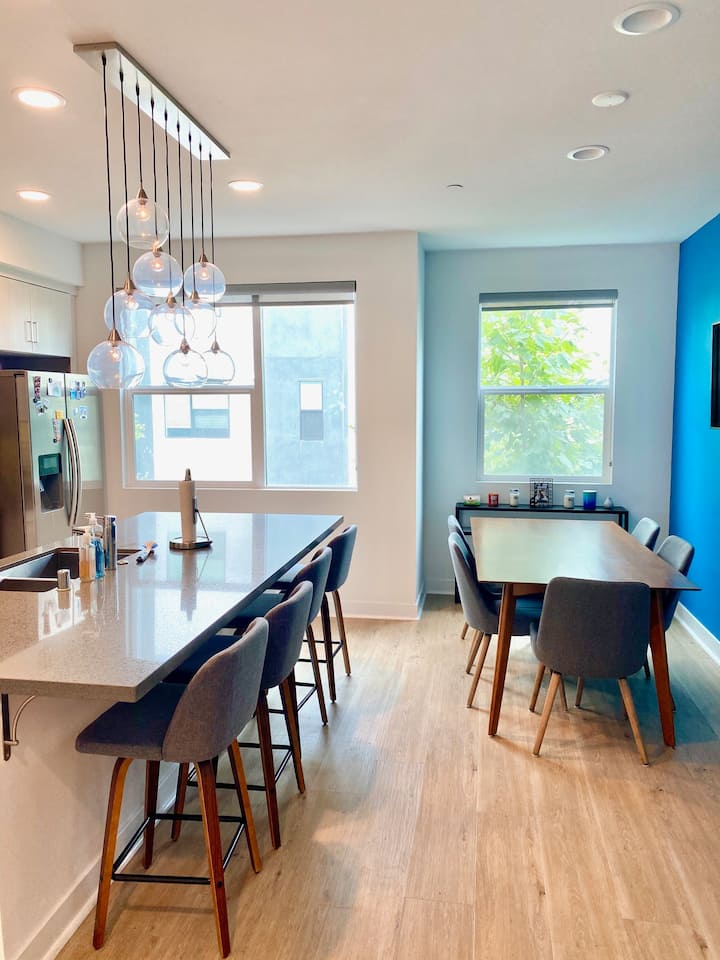 Three story town home 7 minutes from San Francisco