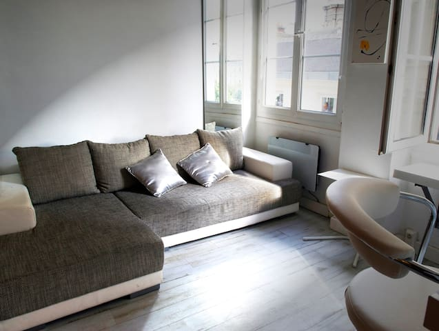 5 seater sofa turns into a bed platform