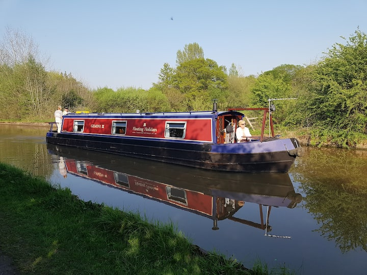 Floating Holidays, Narrowboat Gemini, Sleeps 4