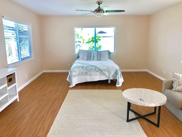 New guest cottage downtown Kailua