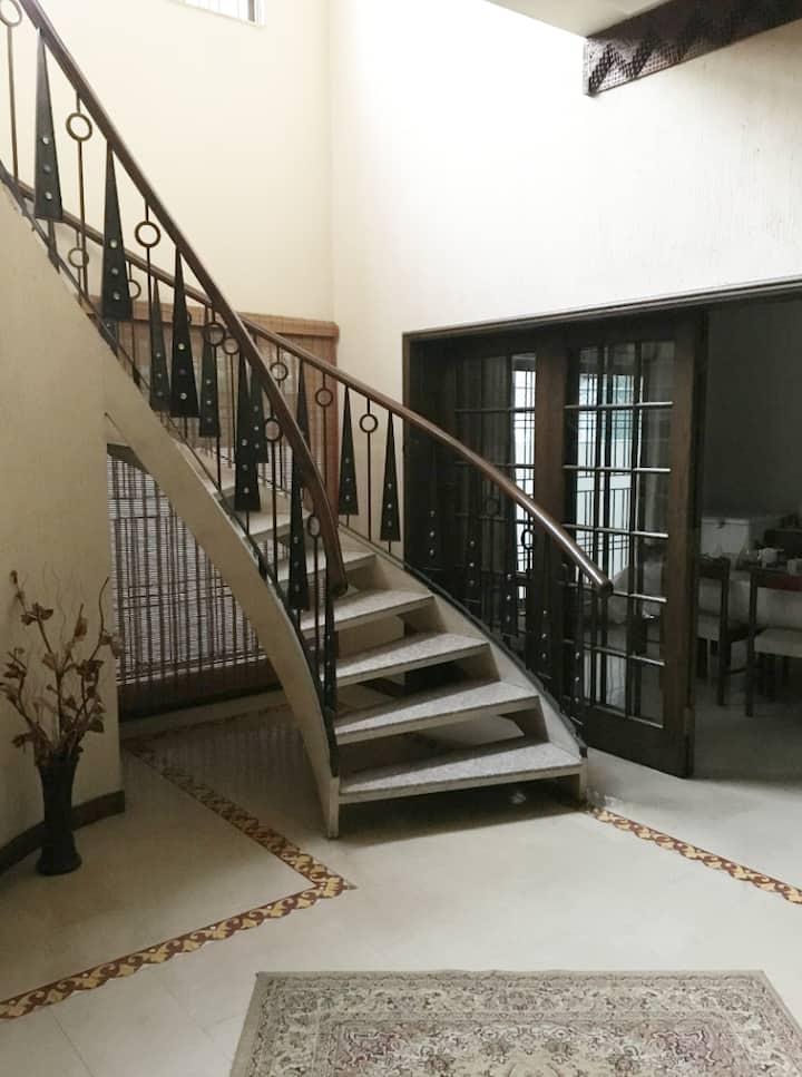 Executive Floor_Lounge+2 Rooms (sleeps 4):  DHA4