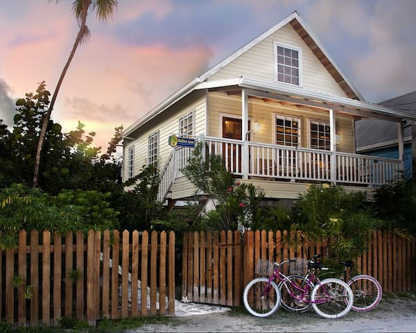 Hidden Gem Cabana with Large Swimming Pool/Private Dock-Beach access