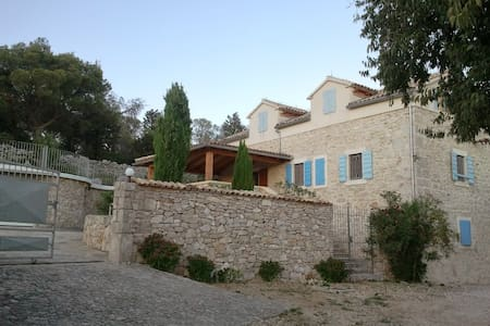 Oasis of privacy in Mediterranian Villa - Pirovac