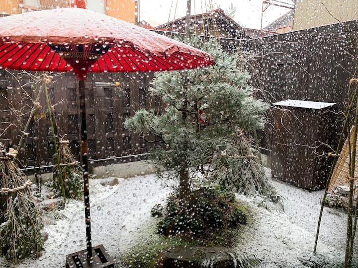 『ゆったり99平米お籠り』古い町並み雪の景色と貸切伝統的建造物に貸切安心ステイ