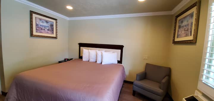 Private 1 King Bed Room Near Los Angeles