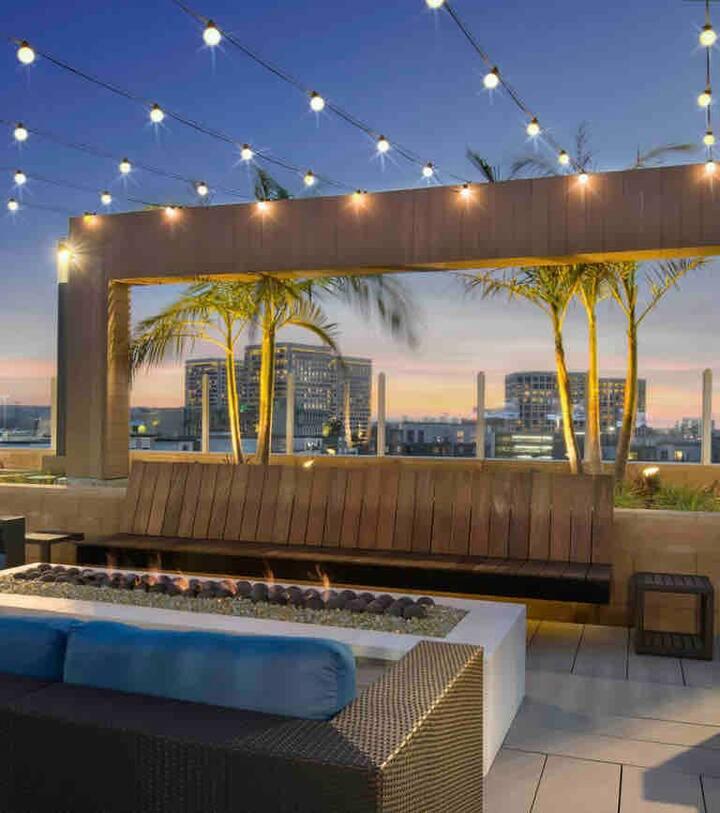 Modern Luxurious Masterbedroom near SNA & OC beach