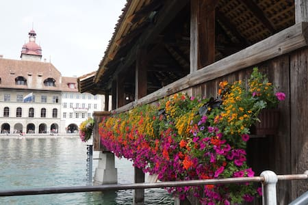 3 beds, En suite bath, Kitchen, wifi 140m to train - Lucern