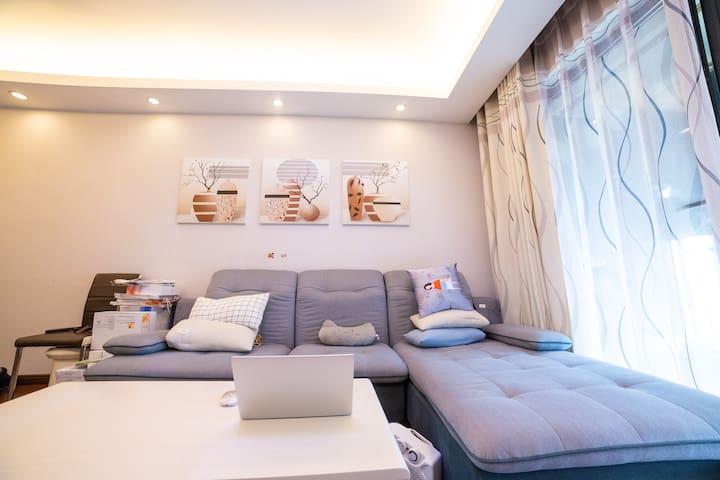 这是我们的客厅随时可以看电视