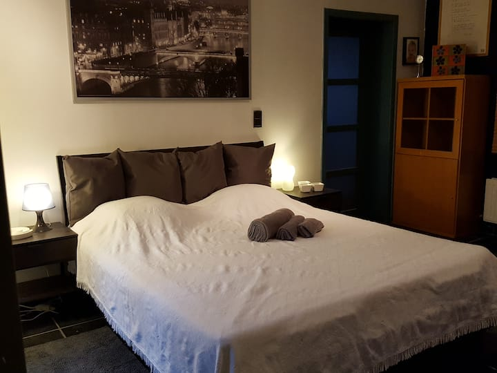 Knusse duplex studio met ruime slaapkamer