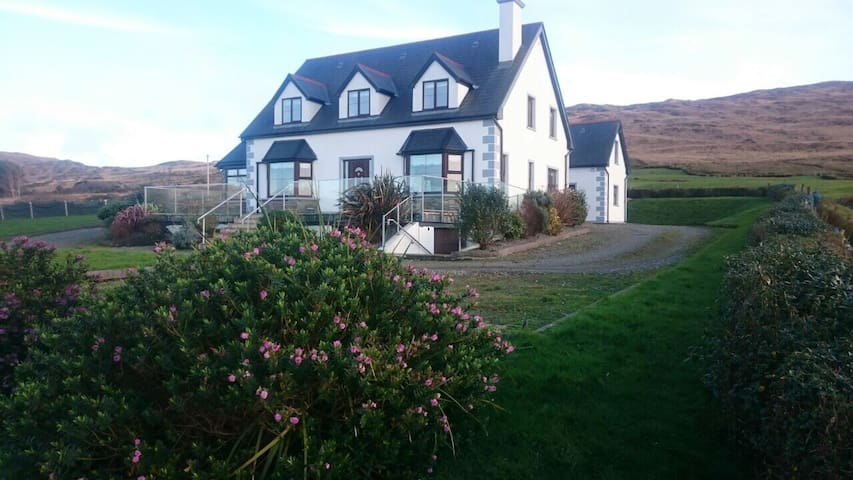 Starbay House Self catering in Beara - Beara  - Talo