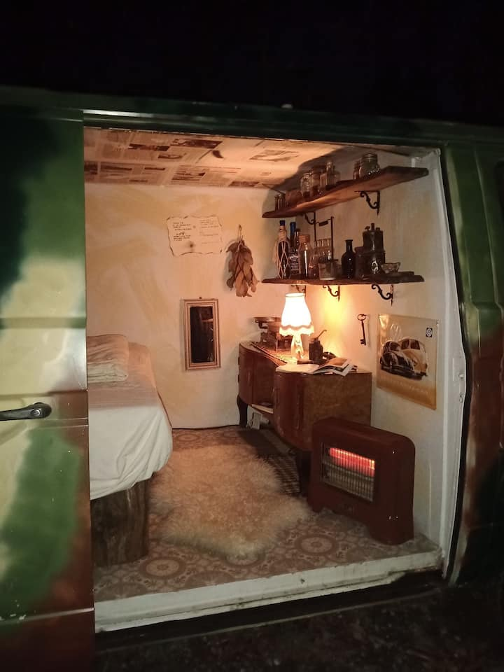 SURVIVAL: Sleep in a amazing van @gatetothewild !