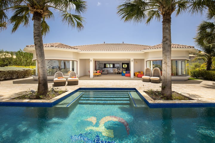 ***NEW*** Oceanfront Luxury Mansion w/ Private Beach & Pool - Gated Community