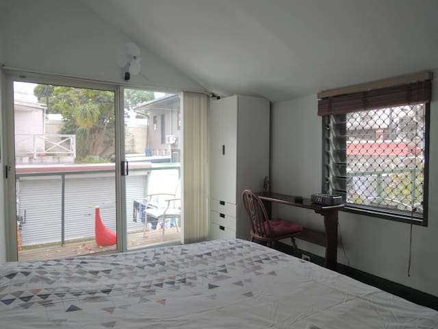 Private room & balcony in house near city centre S