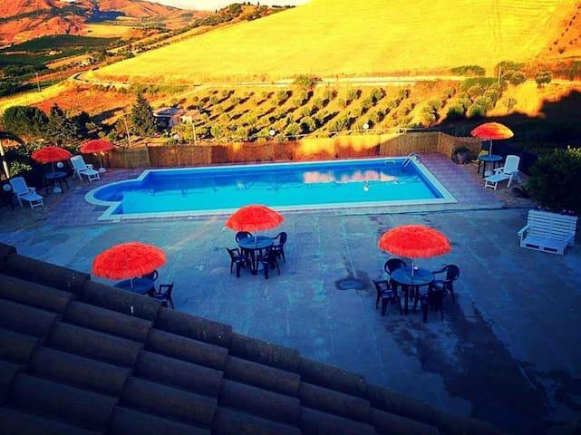 Villa con piscina vicino scopello