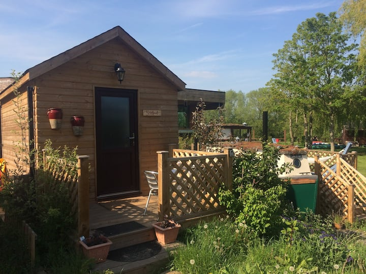 Cute and romantic Rosebud Cabin in York