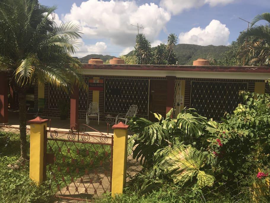 Vista del frente de la casa.