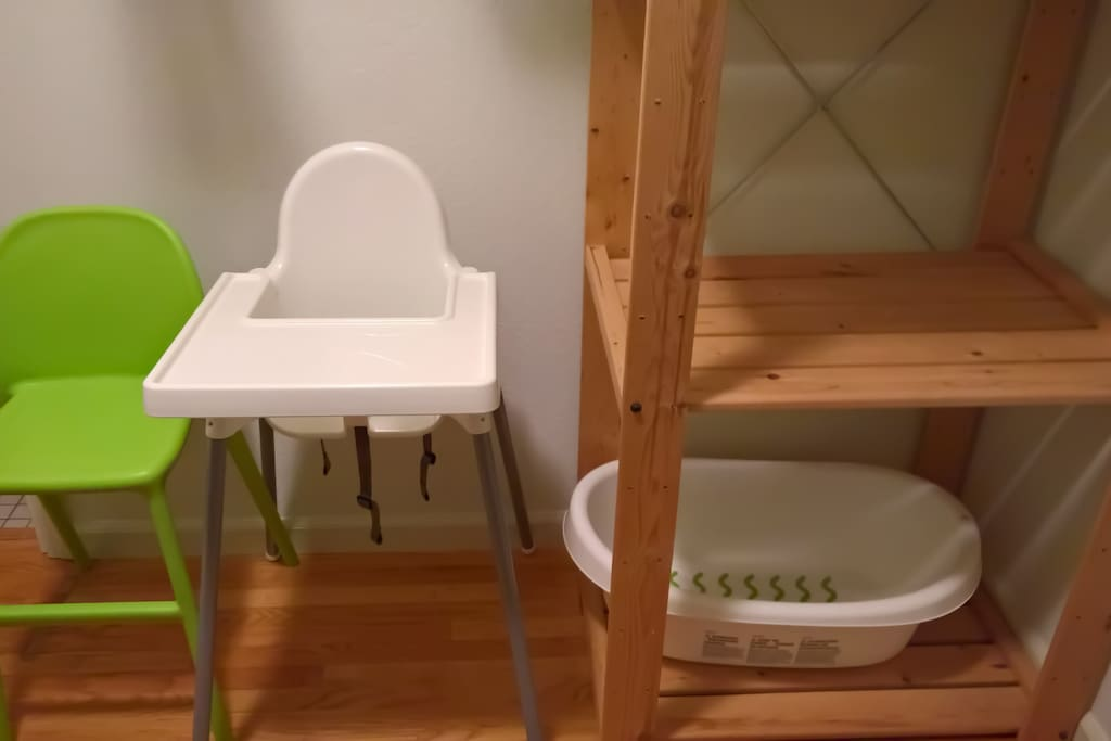 The bungalow has additional seating for infants and small children as well as a baby bathtub.