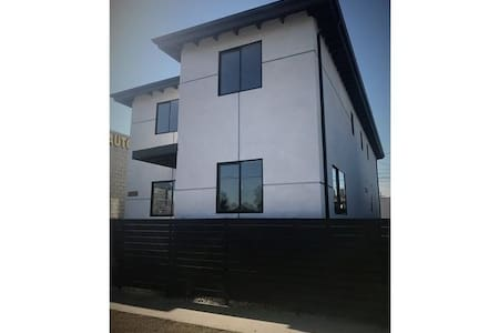 Big Modern home close to LAX, Downtown, Hollywood - Los Angeles - Ház