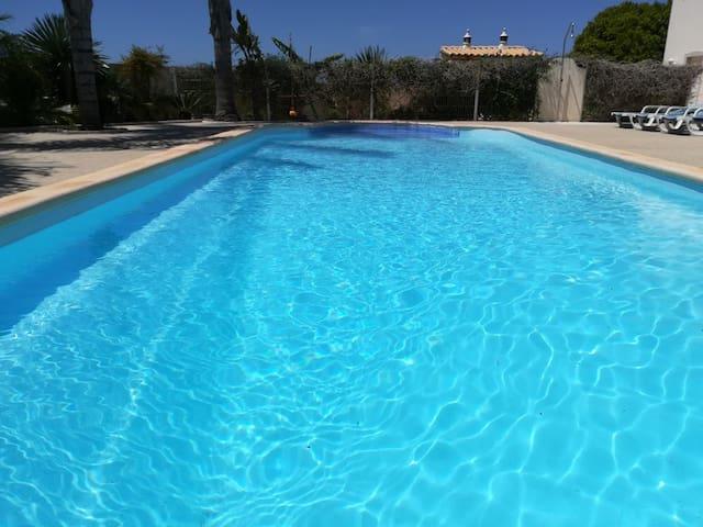Apartamento T2 espaçoso com vista piscina
