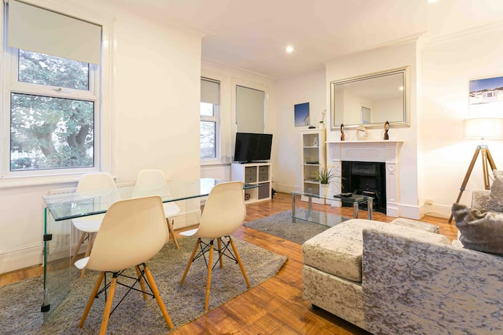 Massive 2 double bed room luxurious flat London