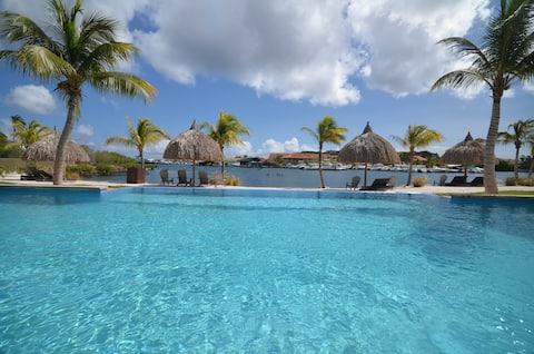 Nice Private beachfront Spanish Water View, pools
