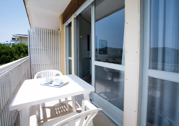 Apt for 5 persons with a/c in Bibione R56177